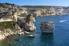 Βράχοι, θάλασσα και ακτή Bonifacio, Κορσική Στοκ Εικόνες