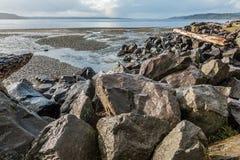 Βράχοι, θάλασσα και κολπίσκος Στοκ φωτογραφία με δικαίωμα ελεύθερης χρήσης