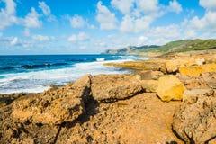 Βράχοι θαλασσίως στην ακτή Argentiera Στοκ εικόνα με δικαίωμα ελεύθερης χρήσης
