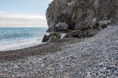 Βράχοι θαλασσίως σε μια μικρή θύελλα Στοκ Εικόνες