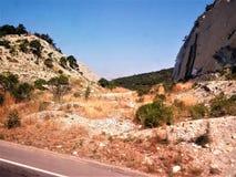 Βράχοι κάπου στα βουνά στοκ εικόνα