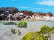 Βράχοι και άμμος υποβρύχιοι Στοκ Φωτογραφία