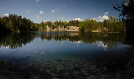 Βράχοι και λίμνη Adrspach Στοκ Εικόνες