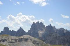 Βράχοι και απότομοι βράχοι Dolomiti Στοκ Εικόνες