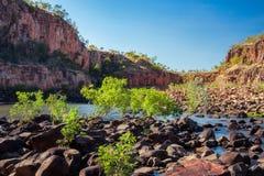 Βράχοι και βλάστηση που εμποδίζουν τον ποταμό στο φαράγγι της Katherine Στοκ φωτογραφίες με δικαίωμα ελεύθερης χρήσης