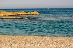 Βράχοι και θάλασσα άμμου Στοκ Φωτογραφία