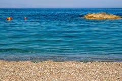 Βράχοι και θάλασσα άμμου Στοκ Εικόνες
