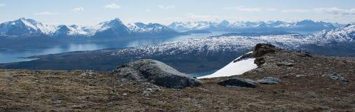 Βράχοι και κοιλάδα Στοκ εικόνα με δικαίωμα ελεύθερης χρήσης