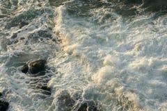 Βράχοι και κύματα - 1 Στοκ φωτογραφία με δικαίωμα ελεύθερης χρήσης