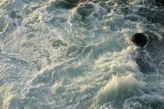 Βράχοι και κύματα - 2 Στοκ φωτογραφίες με δικαίωμα ελεύθερης χρήσης