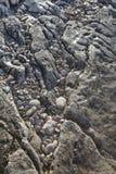 Βράχοι και χαλίκια στην ακτή Στοκ φωτογραφία με δικαίωμα ελεύθερης χρήσης