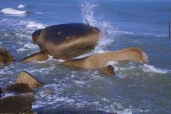 Βράχοι, κύματα Στοκ Φωτογραφία