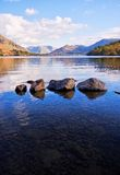 βράχοι λιμνών Στοκ εικόνες με δικαίωμα ελεύθερης χρήσης