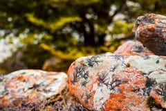 Βράχοι με τα σχέδια σε τους Στοκ φωτογραφία με δικαίωμα ελεύθερης χρήσης