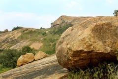 Βράχοι με το τοπίο λόφων ουρανού sittanavasal στοκ φωτογραφία με δικαίωμα ελεύθερης χρήσης