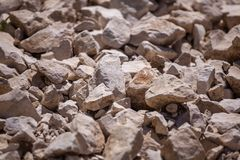 Βράχοι, μικρό βράχοι ή αμμοχάλικο που χρησιμοποιούνται για την οικοδόμηση των κτηρίων, στοκ φωτογραφία με δικαίωμα ελεύθερης χρήσης