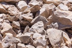 Βράχοι, μικρό βράχοι ή αμμοχάλικο που χρησιμοποιούνται για την οικοδόμηση των κτηρίων, στοκ φωτογραφίες με δικαίωμα ελεύθερης χρήσης