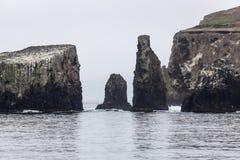 Βράχοι νησιών Anacapa σε νότια Καλιφόρνια Στοκ Φωτογραφία