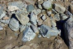Βράχοι πέρα από την άμμο Στοκ Εικόνες