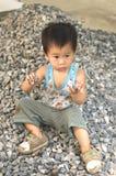 Βράχοι παιχνιδιού μικρών παιδιών Στοκ Φωτογραφία