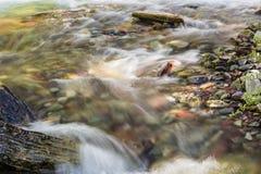 Βράχοι ποταμών κολπίσκου παγόβουνων Στοκ Φωτογραφίες