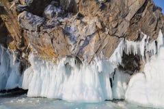 Βράχοι που καλύπτονται με τον πάγο στη λίμνη Baikal Νοτιοανατολική Σιβηρία στοκ φωτογραφίες με δικαίωμα ελεύθερης χρήσης