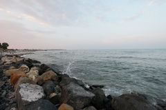 Βράχοι στην ακτή Μαύρης Θάλασσας, Ρουμανία, στο ηλιοβασίλεμα στοκ φωτογραφίες με δικαίωμα ελεύθερης χρήσης