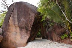 Βράχοι στην παραλία Anse Λάτσιο, Σεϋχέλλες Στοκ Φωτογραφίες