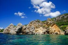 Βράχοι στην παραλία Paleokastritsa στην Κέρκυρα, Ελλάδα Στοκ φωτογραφία με δικαίωμα ελεύθερης χρήσης