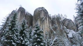 Βράχοι στη διάσημη δύσκολη πόλη των βράχων adrspach-Teplice Χειμώνας Στοκ φωτογραφία με δικαίωμα ελεύθερης χρήσης