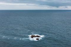 Βράχοι στον ωκεανό Στοκ εικόνα με δικαίωμα ελεύθερης χρήσης