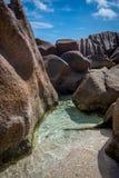 Βράχοι στους κοκοφοίνικες Anse Στοκ φωτογραφία με δικαίωμα ελεύθερης χρήσης