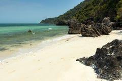 Βράχοι στο θαλάσσιο εθνικό πάρκο Angthong στην Ταϊλάνδη Στοκ εικόνες με δικαίωμα ελεύθερης χρήσης