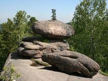 Βράχοι στο σιβηρικό taiga Η επιφύλαξη φύσης Stolby 3 Στοκ φωτογραφία με δικαίωμα ελεύθερης χρήσης