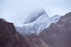 Βράχοι του Sayan - των βουνών Sayan Στοκ Εικόνες