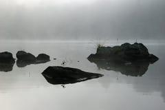 βράχοι υδρονέφωσης Στοκ φωτογραφία με δικαίωμα ελεύθερης χρήσης