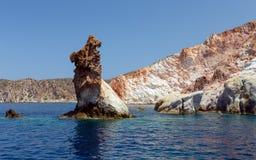 Βράχοι Arkoudes, νησί της Μήλου, Κυκλάδες, Ελλάδα Στοκ εικόνα με δικαίωμα ελεύθερης χρήσης