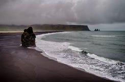 Βράχοι Dyrholaey στην Ισλανδία Στοκ Εικόνες