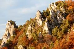 Βράχοι Sulov το φθινόπωρο, βουνά Strazov, Σλοβακία Στοκ Φωτογραφία