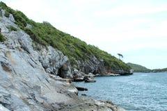Βράχος ακτών απότομων βράχων sichang Στοκ εικόνα με δικαίωμα ελεύθερης χρήσης