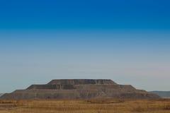Βράχος αποβλήτων βουνών στη μορφή μια πυραμίδα Στοκ Φωτογραφίες