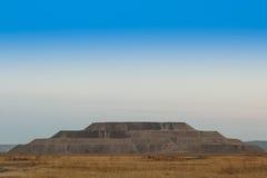 Βράχος αποβλήτων βουνών στη μορφή μια πυραμίδα Στοκ φωτογραφίες με δικαίωμα ελεύθερης χρήσης