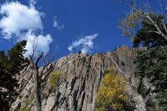 Βράχος απότομων βράχων Στοκ εικόνα με δικαίωμα ελεύθερης χρήσης