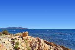 Βράχος, βουνό και θάλασσα Στοκ εικόνα με δικαίωμα ελεύθερης χρήσης
