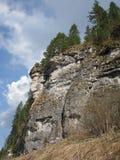 Βράχος ενάντια στον ουρανό Στοκ Εικόνα