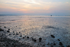 Βράχος, θάλασσα και ουρανός στην περίοδο λυκόφατος στοκ φωτογραφία με δικαίωμα ελεύθερης χρήσης