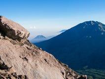 Βράχος και βουνό υψηλοί Στοκ Φωτογραφία