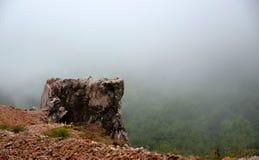 Βράχος και υδρονέφωση Στοκ εικόνα με δικαίωμα ελεύθερης χρήσης