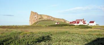 Βράχος και χωριό Perce Στοκ Εικόνες