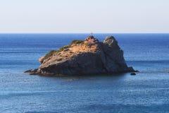 Βράχος κοντά στην παραλία Latsi και Aphrodite, Κύπρος Στοκ Φωτογραφία